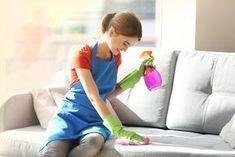 È quasi inevitabile che i nostri mobili diventino polverosi. Le particelle della polvere sono talmente piccole che è quasi impossibile evitare che entrino Pulire la polvere dai mobili non è un compito semplice, sopratutto perché questa si accumula in grandi quantità. Ecco qualche trucco naturale ed efficace.