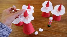 Place cards as Santa Clauses – make table decorations for Christmas with children … Christmas Crafts, Xmas, Christmas Ornaments, Christmas Table Decorations, Look In The Mirror, Black Spot, Blogger Themes, Activities For Kids, Babysitting Activities