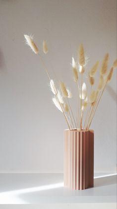 Unsere neue Vase für Trockenpflanzen -und Blumen. Vase, New Product, Diffuser, Design, Home Decor, Plants, Flowers, Decoration Home, Room Decor