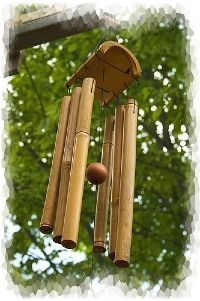 Information about iron, bamboo, wood and ceramic wind chimes produced in Korea, China and Japan Asian Wind Chimes, Bamboo Wind Chimes, Wind Chimes Craft, Bamboo Roof, Bamboo Art, Bamboo Crafts, Wood Crafts, Carillons Diy, Feng Shui Garden