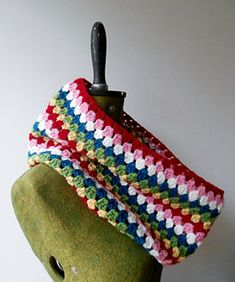 The cowl uses about 100grams of yarn in total so it is great for using up those letf over from other projects.
