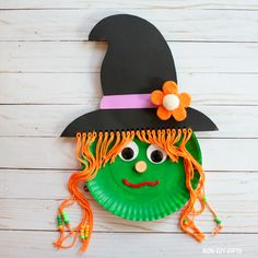 The spirit of Halloween is best celebrated with handmade crafts. Here are 31 easy to make DIY halloween craft ideas for kids. Halloween School Treats, Halloween Arts And Crafts, Fall Crafts, Halloween Diy, Halloween Witches, Toddler Halloween, Women Halloween, Halloween Decorations, Easy Crafts For Kids