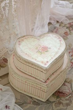 I love French country style, shabby chic , romantic and white style. This is just random things I love. Chabby Chic, Shabby Chic Pink, Shabby Chic Cottage, Vintage Shabby Chic, Shabby Chic Style, Romantic Cottage, Cottage Style, Granny Chic, Cooler Stil