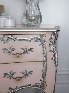 40 new Ideas hand painted furniture shabby chic home decor Hand Painted Furniture, Distressed Furniture, Funky Furniture, Refurbished Furniture, French Furniture, Paint Furniture, Repurposed Furniture, Shabby Chic Furniture, Furniture Makeover