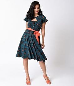Ready to sashay in something spirited, darling? The Ashcroft 1940s dress is a crepe fusion fresh from Unique Vintage in a stunning retro design, light and feminine with a sultry side. A rippling emerald crepe is covered in a sweet and minimal floral print