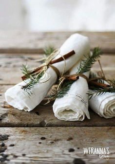 Let's set the Christmas table for the feasts ahead! I am set out to make a bit of extra effort at setting the Christmas dinner table this year.