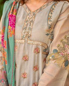 Wedding Dresses For Girls, Girls Dresses, Pakistani Fancy Dresses, Dress Drawing, Designer Dresses, Khalid, Floral Tops, Sari, Food Platters