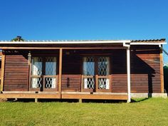 Edgewood, Harkerville in Plettenberg Bay. Edgewood is a smallholding with a dam in Harkerville (Garden Route) between Knysna and Plettenberg Bay away). There are two well equipped, one bedroom cottages - called Lobster cottage about square and The Cabin