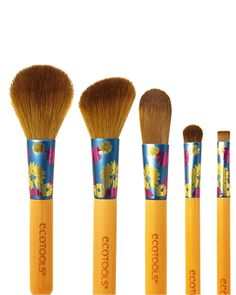 Lovely Looks Set: Create a complete look from base to finish with the Lovely Looks Set. Included is five brushes designed with incredibly soft, cruelty-free bristles and artist-designed, colorful floral ferrules.Create an even base with the Foundation Brush specially designed with pointed-tip bristles for precise coverage and flat sides for an all-over even blend. Use the wide, tapered bristles of the Shadow Brush for an even, accurate application of color to the eyes. Define eyes using...