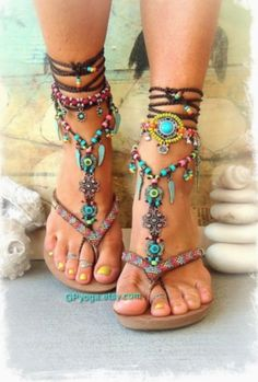 BOHO chic barfuss Sandalen bunte Sommer Fußschmuck von GPyoga BOHO chic barefoot sandals colorful summer foot jewelry by GPyoga 29 Chic Casual Style Shoes You Should Own - Women Shoes Trends Have a look at for the hottest brands in boho fashion, see long Boho Chic, Hippie Chic, Moda Hippie, Bohemian Mode, Estilo Hippie, Casual Chic, Bohemian Style, Chic Chic, Tribal Style