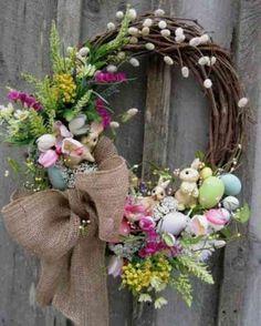 déco paques : couronne avec noeud de jute  et fleurs