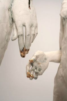 Claire Curneen, Interesting contrast of glazes on the hands of the figures hands gold statue Roman Photo, Gold Aesthetic, Aesthetic Grunge, Art Sculpture, Kintsugi, Jolie Photo, Greek Mythology, Art Inspo, Sculpting