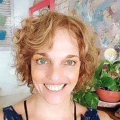 Curso online de Pintura Estilo Vietnamita em vasos   Além da Rua Atelier Portal Do Mosaico, Chalk Paint, How To Make Paint, Colored Dresser, Wooden Hearts, Painted Benches, Paintings, Bricolage, Chalkboard Paint