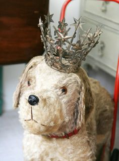 vintage dog on wheels with a crown <3