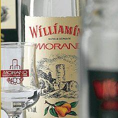 Morand - Williamine - Après une bonne dose de problème, rien de mieux qu'un petit coup de Williamine pour se donner chaud C'est Bon, Geeks, Vodka Bottle, Geek Stuff, Drinks, Sharpies, Syrup, Products, Geek Things