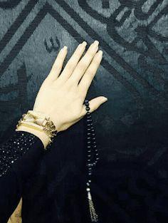Girl's Hand on Khana Kaba's Wall Islamic Fb Dp The post Girl& Hand on Khana Kaba& Wall Islamic Fb Dp appeared first on Wallpaper DPs. Cute Muslim Couples, Muslim Girls, Beautiful Muslim Women, Beautiful Hijab, Muslim Images, Dps For Girls, Mecca Islam, Islam Women, Islamic Girl