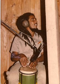 I've seen a million pic's of Bob but never this one before...so cool