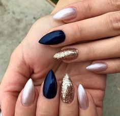 Semi-permanent varnish, false nails, patches: which manicure to choose? - My Nails Dark Blue Nails, Navy Nails, Pink Nails, Gel Nails, Blue Gold Nails, Cute Acrylic Nails, Cute Nails, Gorgeous Nails, Winter Nails