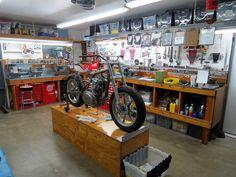 Work under way in the workshop of Richard Pollock's Mule Motorcycles      Nice setup .
