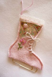 Wonderful little festive ice skate decorations, made quite simply with a paperclip and some felt. What a great idea.