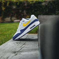 Nike Air Max 1 Yellow brand is cool. Air Force Sneakers, Nike Air Force, Nike Air Max, Sneakers Nike, Air Max 1, Nike Cortez, Cool Stuff, Yellow, Nike Tennis