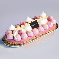 Fare: frolla ricomposta con cioccolato bianco, semifreddo al lampone, gelato alla vaniglia ( o namelaka cioccolato bianco) e semifreddo con i chip di lamponi