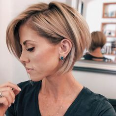 Cute Short Hairstyle Idea for Women in 2020 - Beauty Alsoshe Layered Bob Hairstyles, Cute Hairstyles For Short Hair, Short Hair Cuts For Women, Easy Hairstyles, Short Haircuts, Hairstyle Images, Modern Short Hairstyles, Stylish Short Hair, Japanese Hairstyles