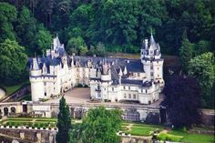 Top 10 Best French Castles, The Top 10 French Chateaux to Visit. Among all the beautiful castles throughout Europe, France has the best romantic and dreamy.