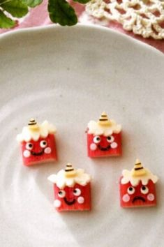 You can make 4 red demons with just 1 imitation crab stick. How about making a unique character bento for Setsubun (Japanese holiday marking the beginning of spring)? Kawaii Bento, Cute Bento, Bento Recipes, Cooking Recipes, Crab Stick, Food Art For Kids, Best Sweets, Kids Menu, Cute Cookies