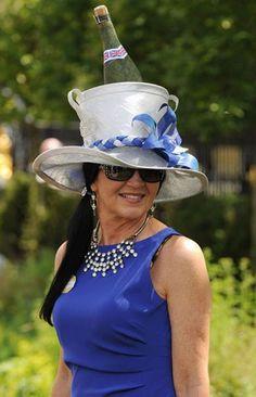 Tagg  Royal Ascot é marcado por chapéus inusitados Chapéus Loucos 1e0f874e362