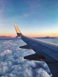 Airplane photography, travel photography, taking pictures, best travel deal Airplane Photography, Travel Photography, Summer Nature Photography, Airplane Window View, Home Bild, Best Travel Deals, Travel Aesthetic, Beach Trip, Travel Around The World