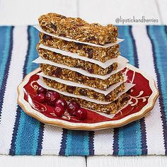 So excited to share this new recipe with you!!  These are my NO-BAKE CRANBERRY AUTUMN GRANOLA BARS!!!! They are Low-Fat, Nut-Free, and Refined Sugar-Free!!!  •••••••••••••••••••••••••••••••••••••••••••••••••••••••• I'm in love with all the scents and flavors of fall!! Go to my blog and check out my new blog post and recipe now!! {Click Link in Bio or www.LipstickandBerries.com} ✨✨