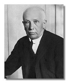 Richard Strauss (1864 - 1949) shone in two major areas: tone poem and opera. Almost single-handedly, he carried the Wagnerian opera tradition and the Romantic Lisztian tone poem into the twentieth century. He is also one of the great composers of Lieder.