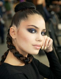 New York S/S '13: How to … Get a Super-Sleek Up-Do, Inspired by Jeremy Scott  http://primped.ninemsn.com.au/how-tos/hair-how-tos/new-york-ss-13-how-to-get-a-super-sleek-up-do-inspired-by-jeremy-scott#