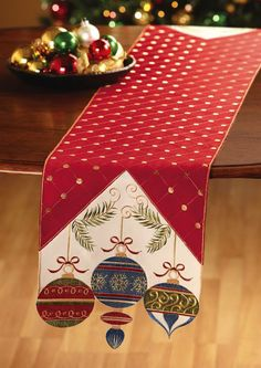 Super Ideas for patchwork christmas table runner natal Christmas Patchwork, Christmas Sewing, Christmas Projects, Holiday Crafts, Christmas Crafts, Christmas Decorations, Christmas Quilting, Christmas Trees, Christmas Ornament