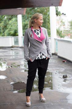 PARIS ist ein lässiger Jackenschnitt, die sowohl offen als auch geschlossen getragen werden kann. Im Schnittmuster sind zwei Varianten enthalten, eine kurze und eine längere Version.
