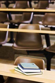 Cómo tratar los problemas de indisciplina en el salón de clases | eHow en Español