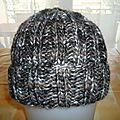 Je vous mets à disposition le tuto pour la réalisation d'un bonnet pour hommeM/L.  Vous trouverez 2 tutos pour... Bonnet Hat, Mets, Knitted Hats, Textiles, Knitting, Point, Style, Fashion, Caps Hats