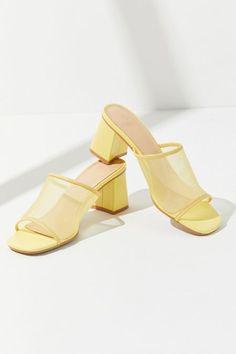 Women S Fashion Sandals Older Women Fashion, Womens Fashion, Spring Outfits Women, Mule Sandals, Fashion Boots, Fashion Top, Fashion Sandals, Fashion Edgy, Fashion Fall
