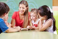 Die Ausbildung zum Erzieher ist bei jungen Menschen nach wie vor sehr beliebt. Wir haben die wichtigsten Informationen zu Voraussetzungen, Zielen und mehr...