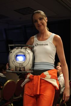 Awesome Portal cosplay! I need to find a way to make a good Wheatley. :)