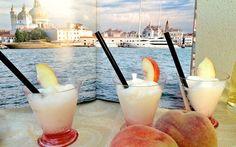 Uno dei cocktail più famosi al mondo, oggi in versione sorbetto Il Bellini da quando è stata inventato da Giuseppe Cipriani nel 1948 è diventato uno dei cocktail più apprezzati al mondo: due soli gli ingredienti: pesca bianca e prosecco. Io oggi lo prendo in pres #venezia #ricetta #estate #gelato