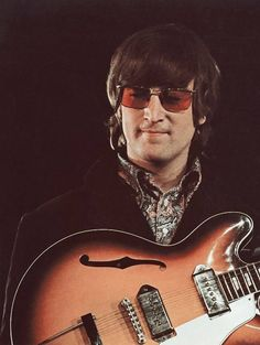 """John and Ringo during the filming of the promotional video of ""Paperback Writer/Rain"", May 1966 Die Beatles, John Lennon Beatles, Beatles Band, Yoko Ono, Great Bands, Cool Bands, Rock Music, My Music, Liverpool"