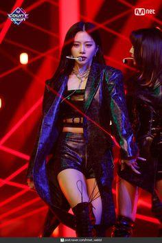 Kpop Girl Groups, Korean Girl Groups, Kpop Girls, Kim Min Ji, Jiu Dreamcatcher, Kpop Fashion Outfits, Pink Princess, Female Singers, K Idols