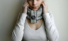Infinity Neckwarmer / cowl / oatmeal natural chunky vintage button
