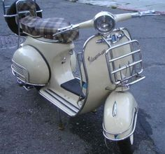 1965 vespa. oh my goodness you are gorgeous.
