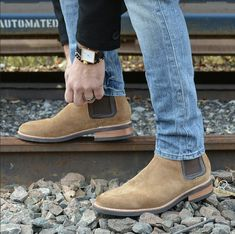 The latest men's fashion including the best basics, classics, stylish eveningwear and casual street style looks. Shop men's clothing for every occasion online Fashion Boots, Mens Fashion, Fashion Tips, Business Casual Shoes, Dapper Gentleman, Winter Fashion Casual, Mens Clothing Styles, Men's Clothing, Men Style Tips
