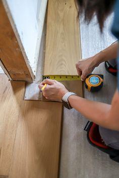 How to notch hardwood floors Laying Hardwood Floors, Installing Hardwood Floors, Refinishing Hardwood Floors, Engineered Hardwood Flooring, Plank Flooring, Floor Outlets, Washing Windows, Walnut Floors, Types Of Flooring