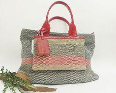Hand bag canvas cotton + red patent leather, fabric handmade weaving purse, yarn red gray beige and white handbag, detachable pocket di LaBottega36, €119.00