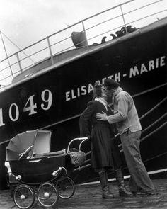 Le départ du marin pêcheur - Fecamp - 1949 © Willy RONIS